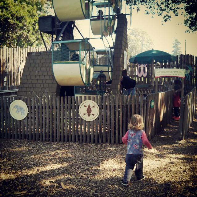 Emma rode the ferris wheel by herself. ^_^