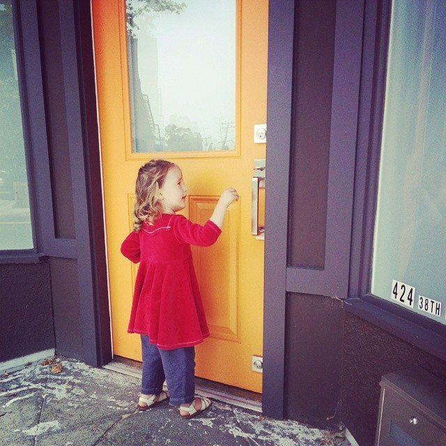 Look mama, orange door!