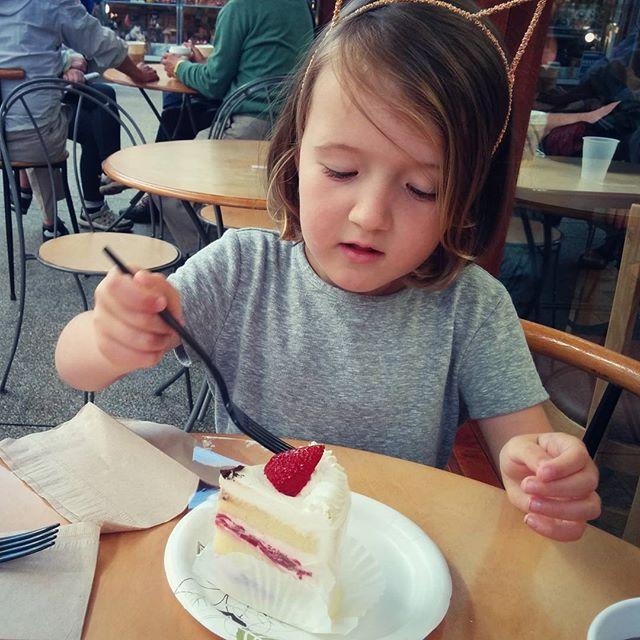 mmm strawberry cake