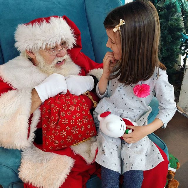 Em chatted with Santa. She asked what he wants for his birthday and he said more kindness in the world. She said she wants a gold ball ornament and dark chocolate for mama. Sweetest Santa visit. ️